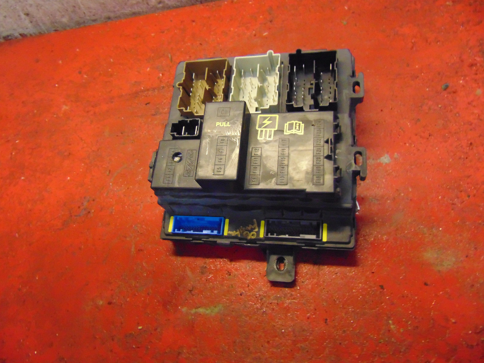 05 06 07 Ford Freestyle interior fuse box body multi-function control module