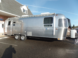 2017 Airstream Tommy Bahama For Sale in Macon, Georgia 31220 image 2