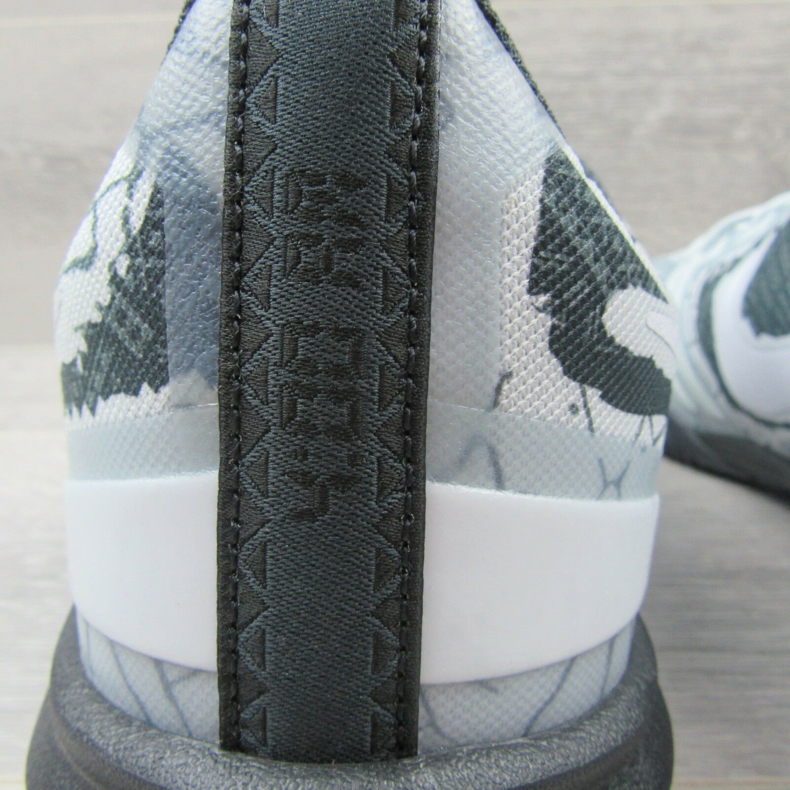 Nike Kobe Mentality Cracked Pavement Basketball Shoes Size 13 Grey 704942 003