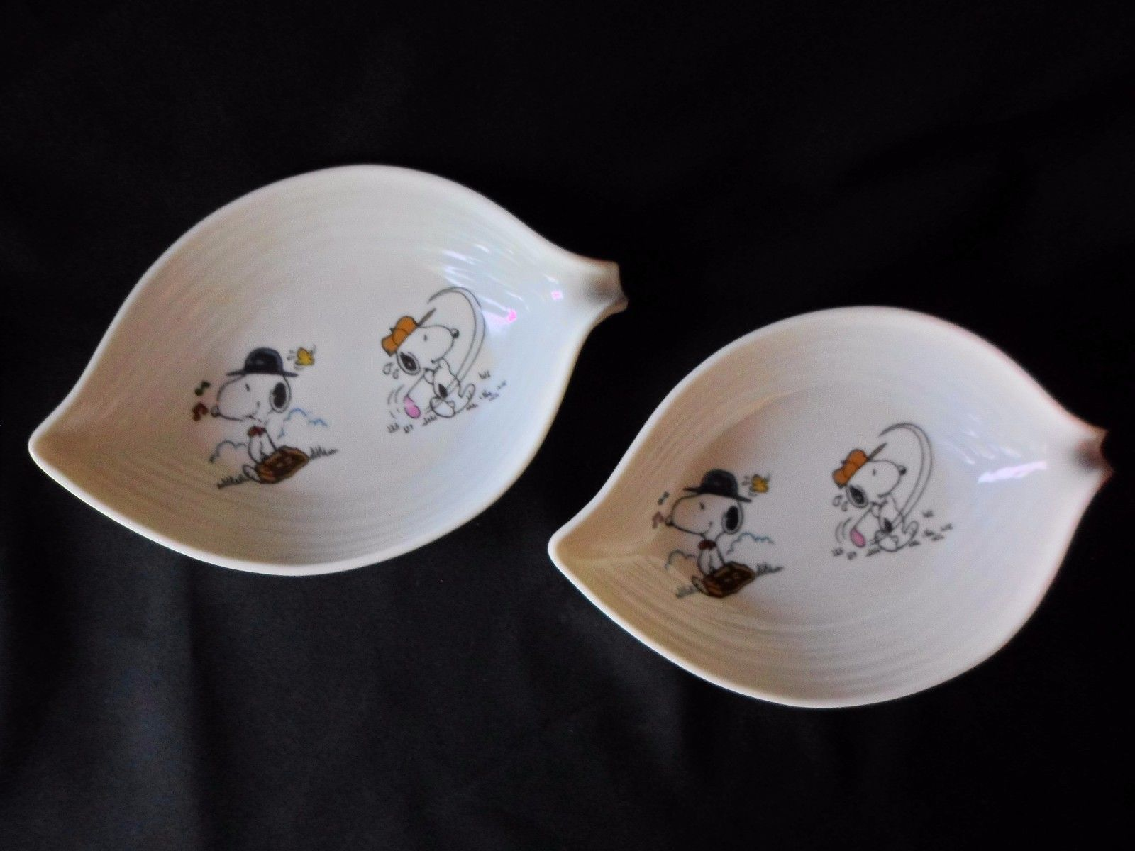 Primary image for Peanuts Snoopy Charlie Brown Plastic Melamine Bowl set of 2 Bowls Golf Vintage