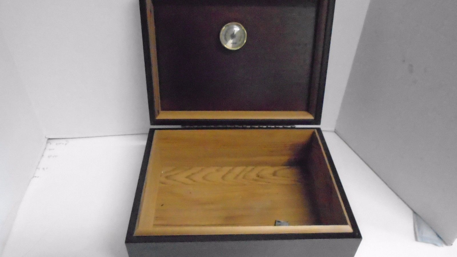 how to make a cigar humidor out of wood