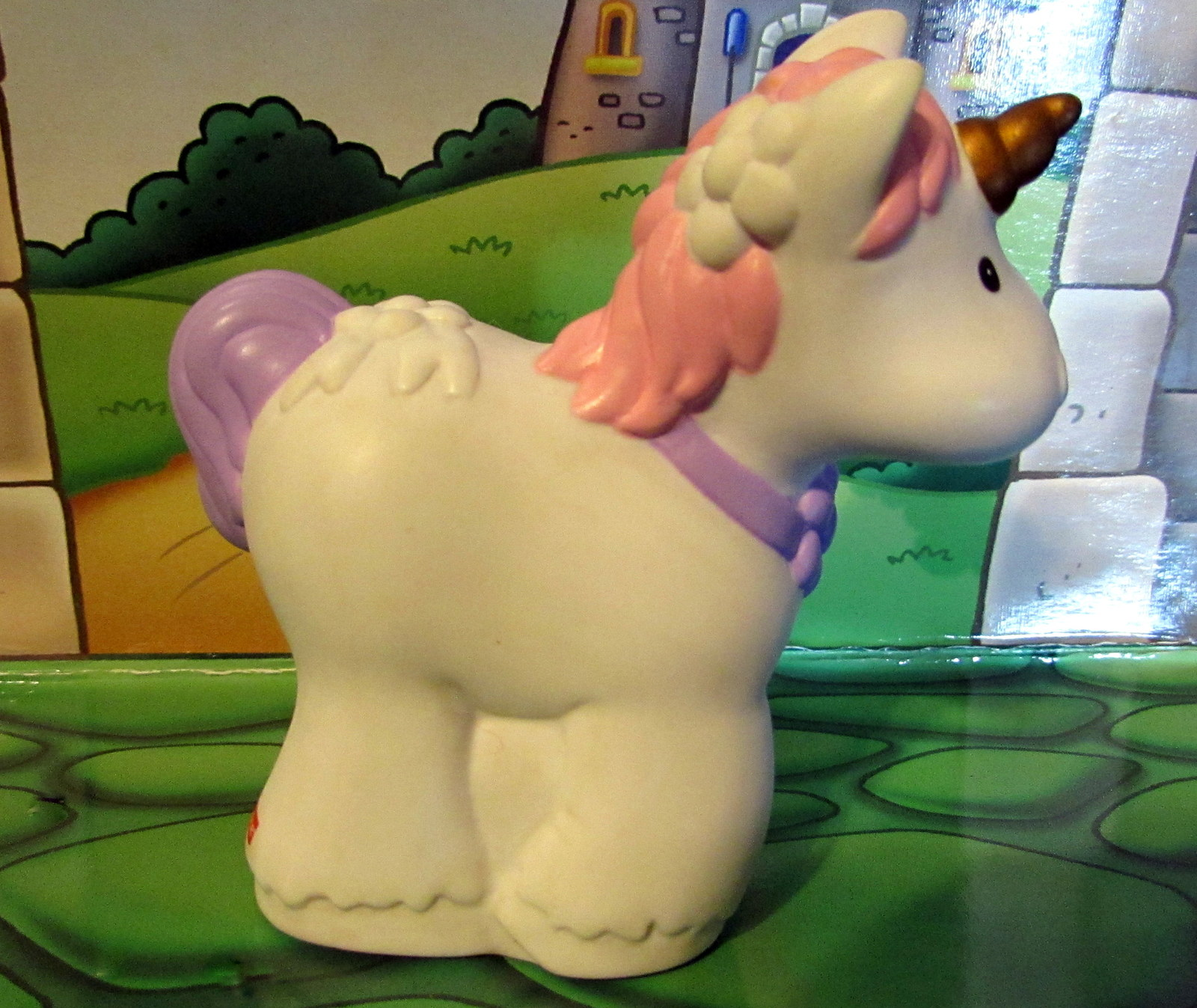 EUC Fisher Price Little People Kingdom Royal Castle White Baby UNICORN Like New