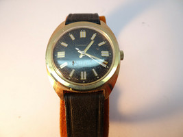 Vintage 1976 Caravelle Windup Watch With Original Signed Leather Band Runs - $114.89