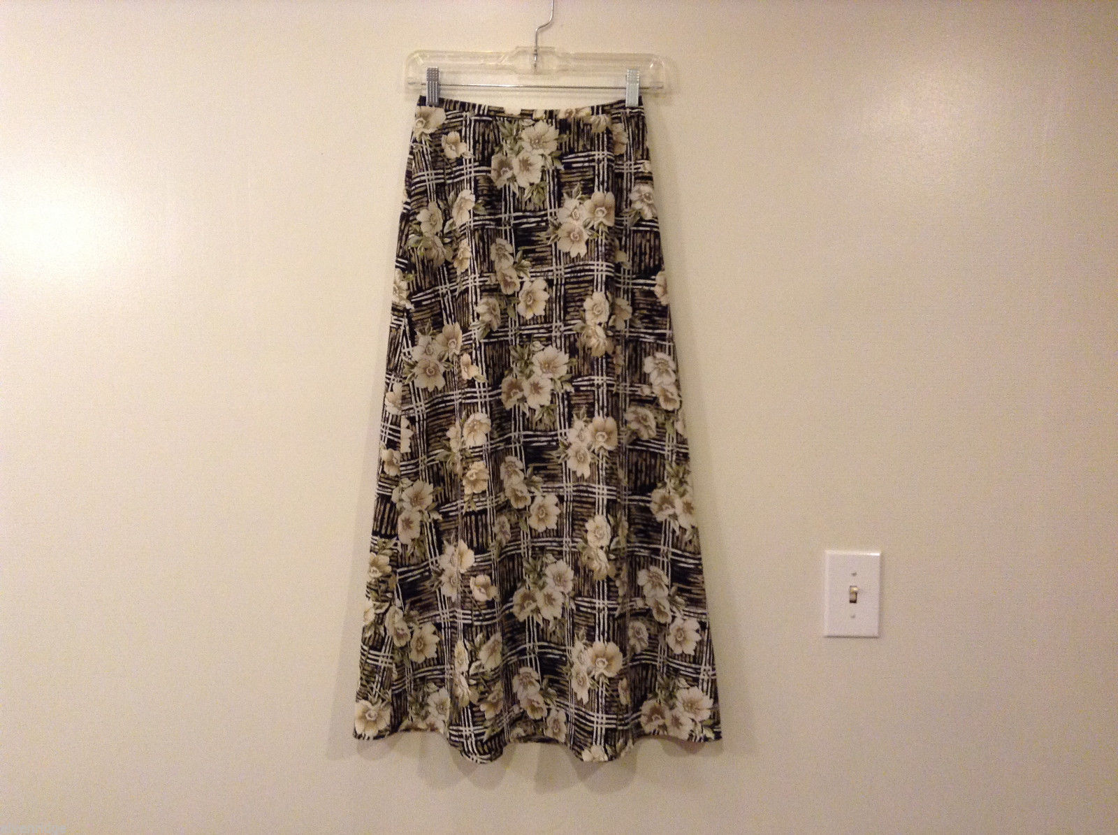 Jaclyn Smith Floral 100% Polyester A-line Long Skirt, size 6 unlined Beige Black