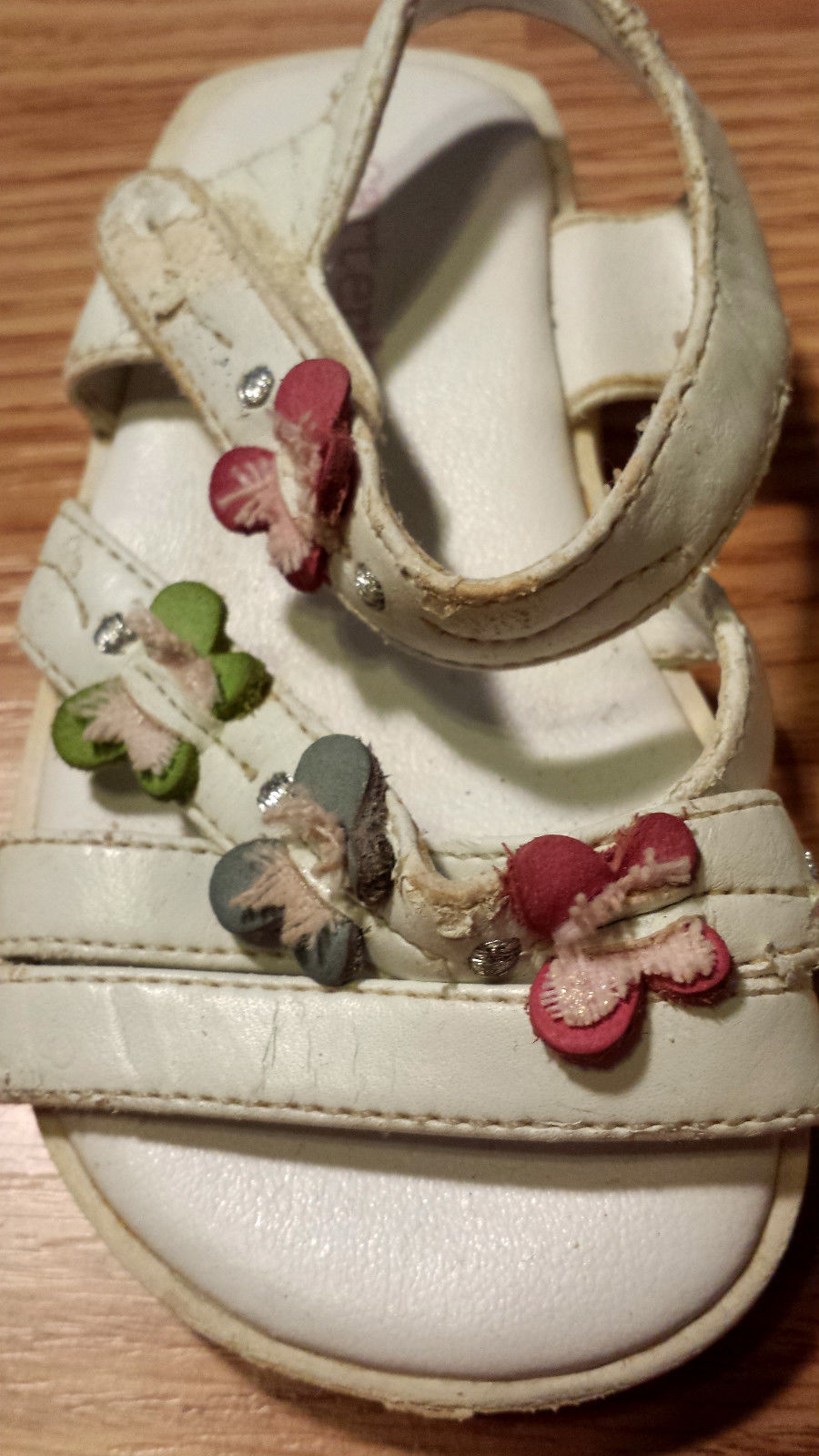 Baby Girl's Size 3 Infant Toddler White Butterfly Designed Carter's Sandals USED