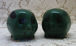 Vintage Round Green Pigs Salt & Pepper Shaker Set / Westport WA Souvenir S&P  - $8.99