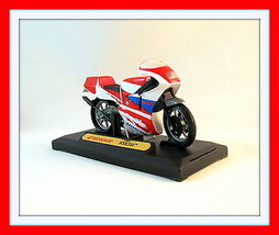Honda Nsr 250 Red/White Diecast Motormax 1:18  Motorcycle Collector's Model, New - $24.43