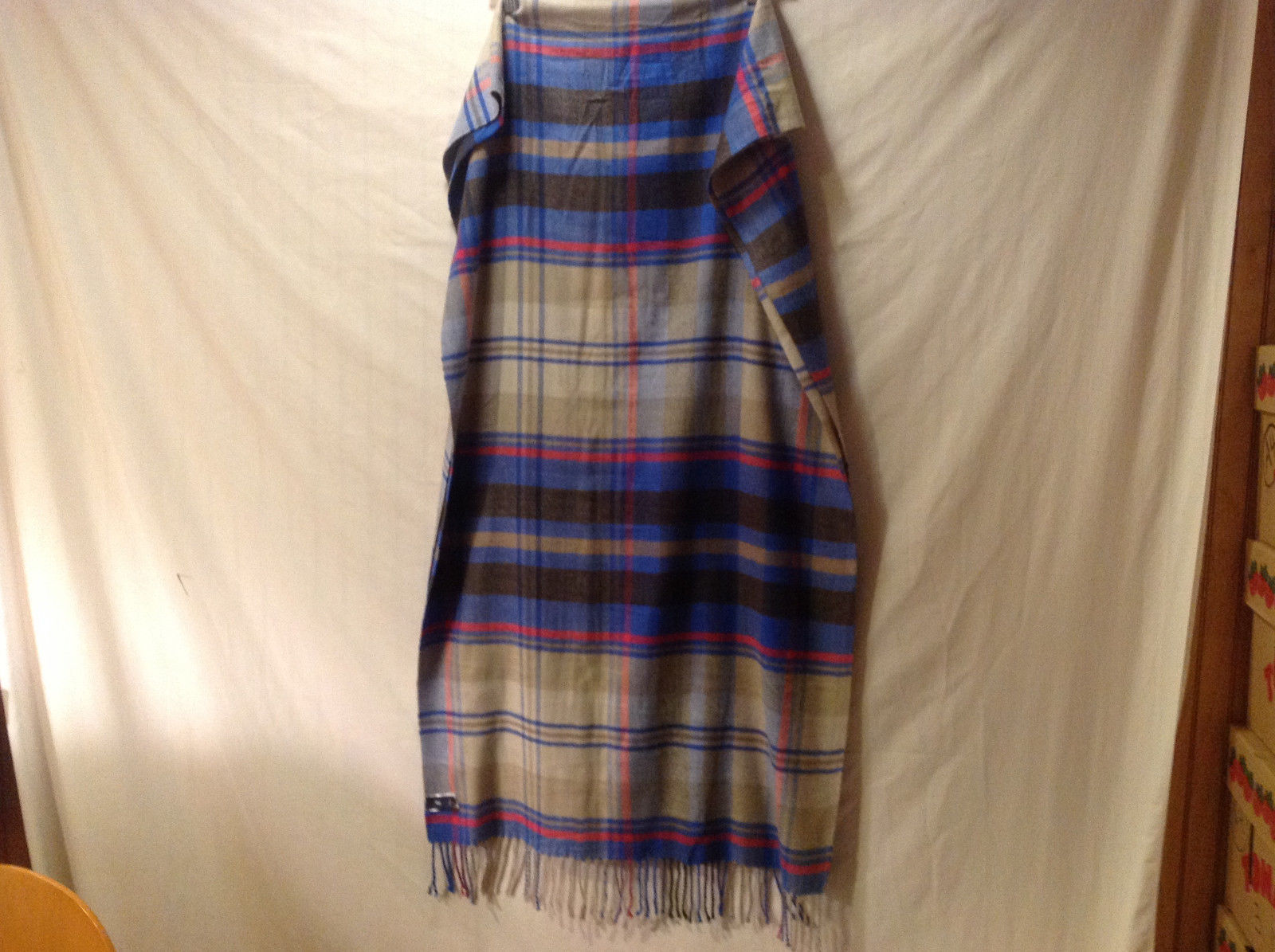 GAP Women's Shawl Scarf Stole Wrap in Pink Blue Beige Plaid Weave w/ Fringe Trim