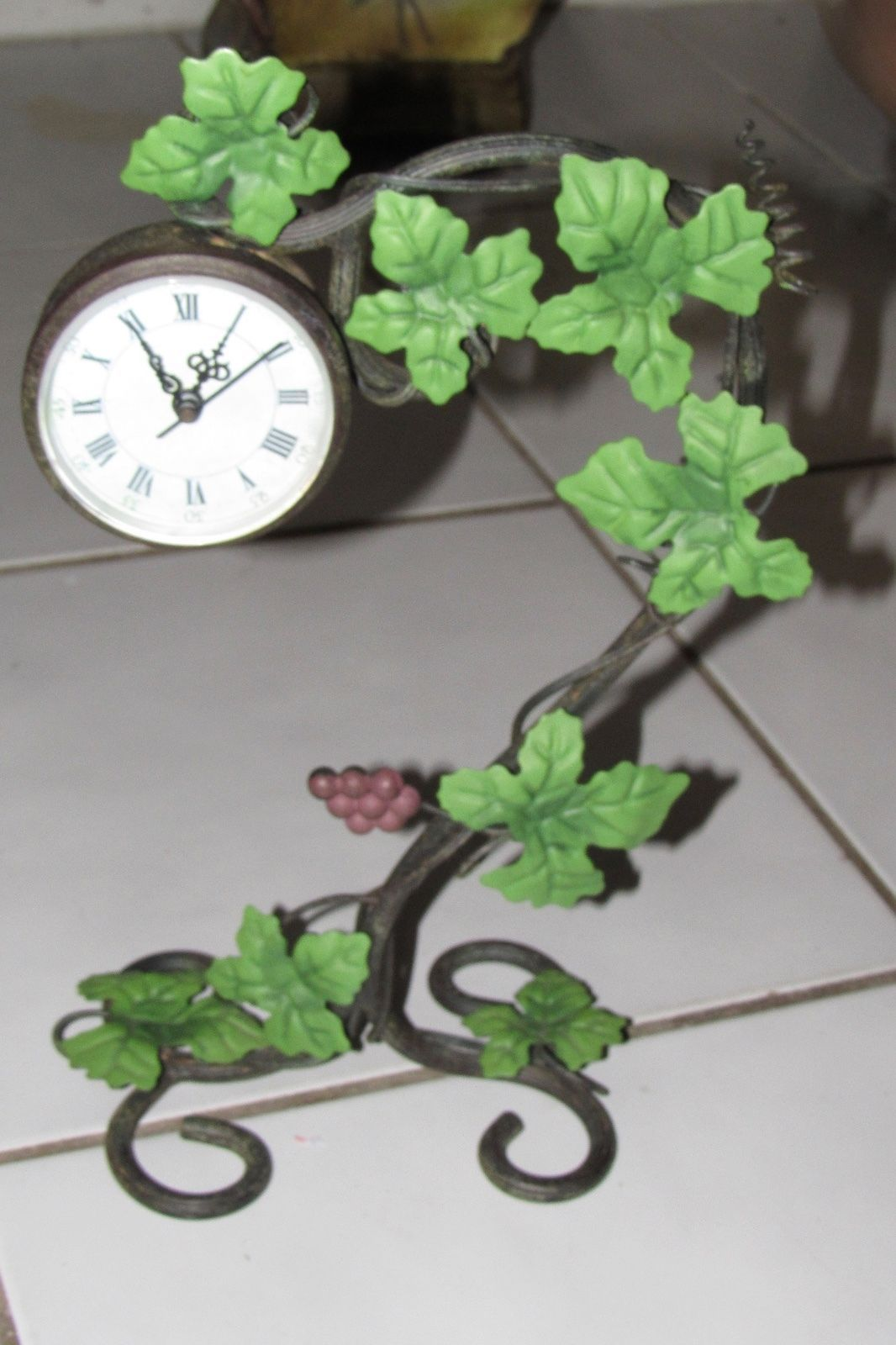 Metal grape leaf vine desk or table clock antiqued for Table and vine