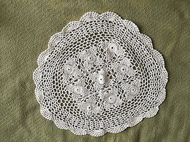 BEAUTIFUL NEW HAND CROCHETED DOILY - FROM ITALY - WHITE - SHIPS FREE - $9.89