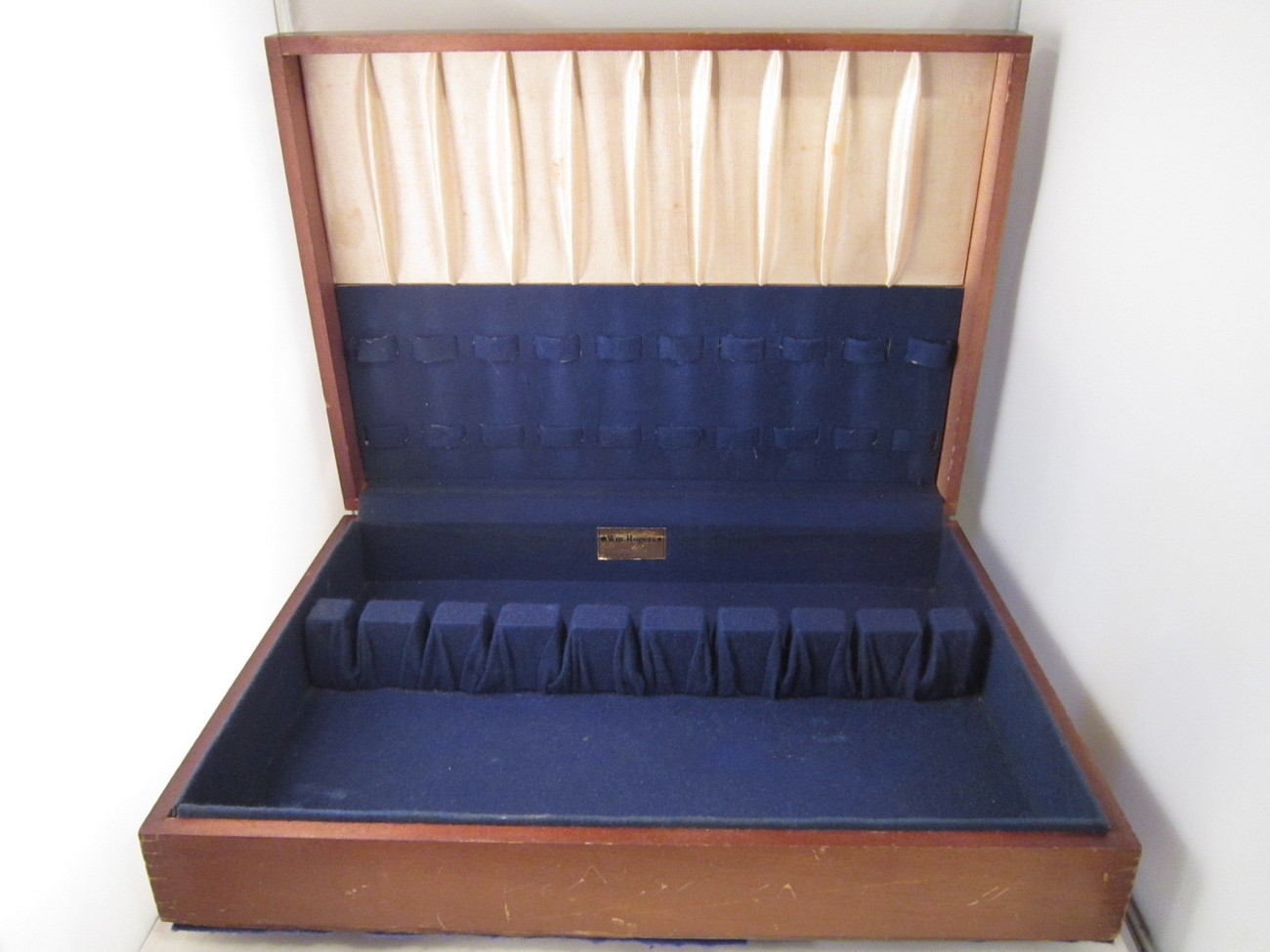 Wm_rogers_silverware_chest_01