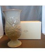 "Lenox Fine Ivory China ""Tulip Slender"" 2002 Limited Edition Tall Vase - $17.99"
