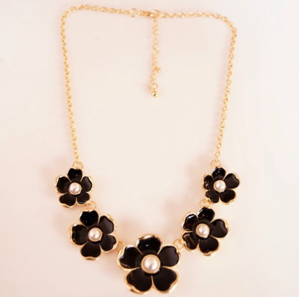 Primary image for Lacquered Beautiful Flower with Pearl Elegant Necklace(Black)