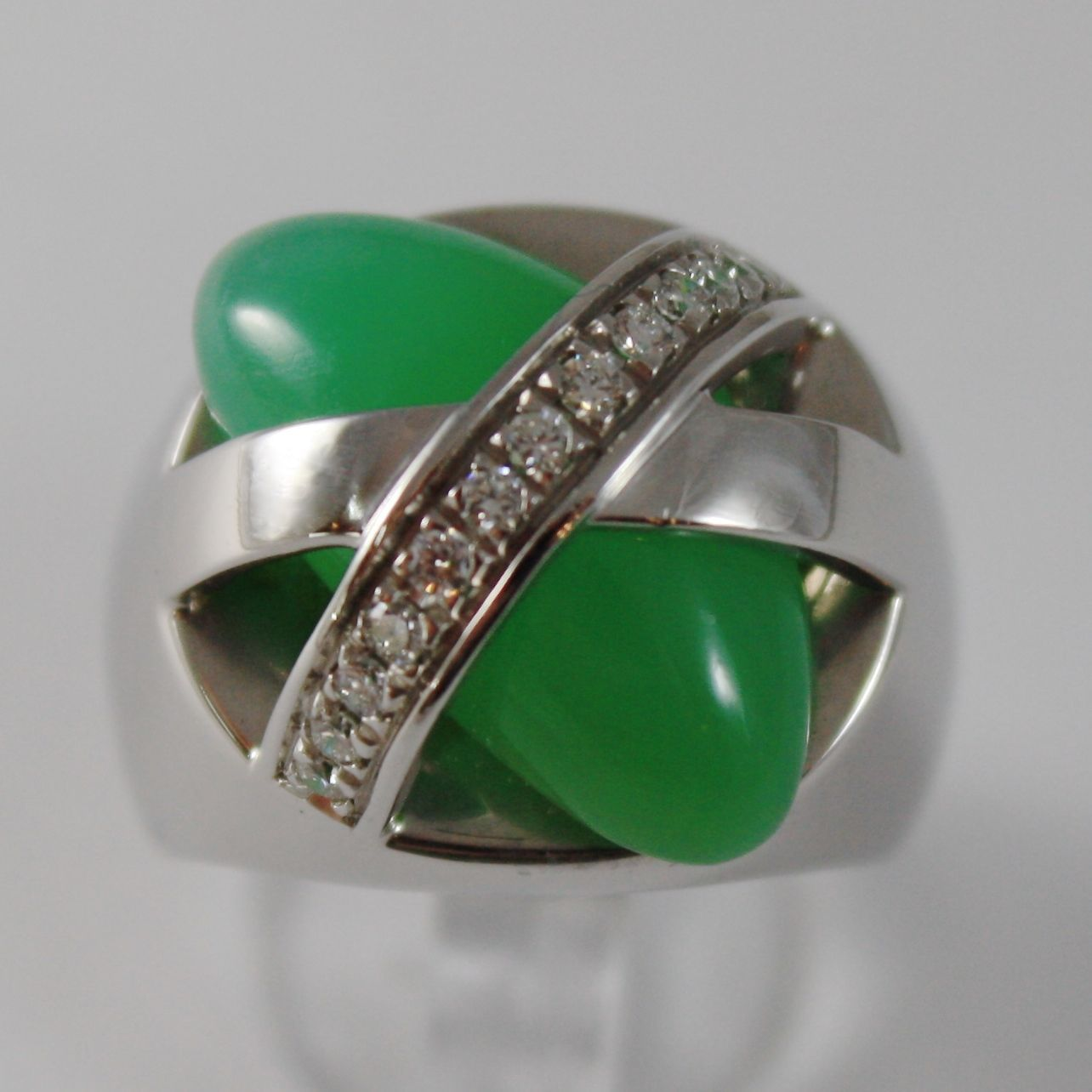 18K WHITE GOLD BAND RING WITH DIAMONDS AND CANDY GREEN JADE, MADE IN ITALY