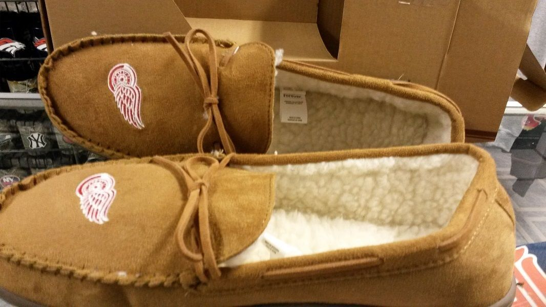 NHL Detroit Red Wings Men's Moccasins / Slippers - $35.99