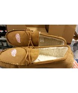 NHL Detroit Red Wings Men's Moccasins / Slippers - $30.59