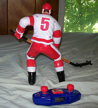 Wow Wee Totally Extreme Hockey Radio Controlled Hockey Player- 27Mhz image 2
