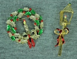 Gerry's Christmas Pins Streetlight Wreath Candle Red Bow Vintage Costume - $10.00