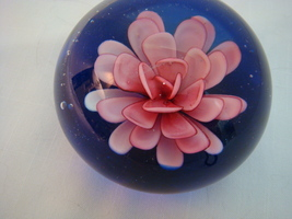 "MURANO FLORAL PAPERWEIGHT 3.5"" DIA BEAUTIFUL VENEZIA ART GLASS SIGNED w/... - $51.00"