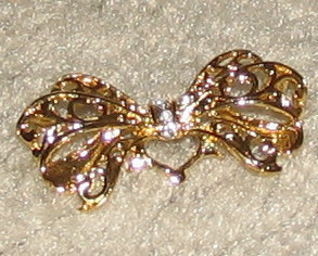 Vintage Costume Jewelry Goldtone Pin