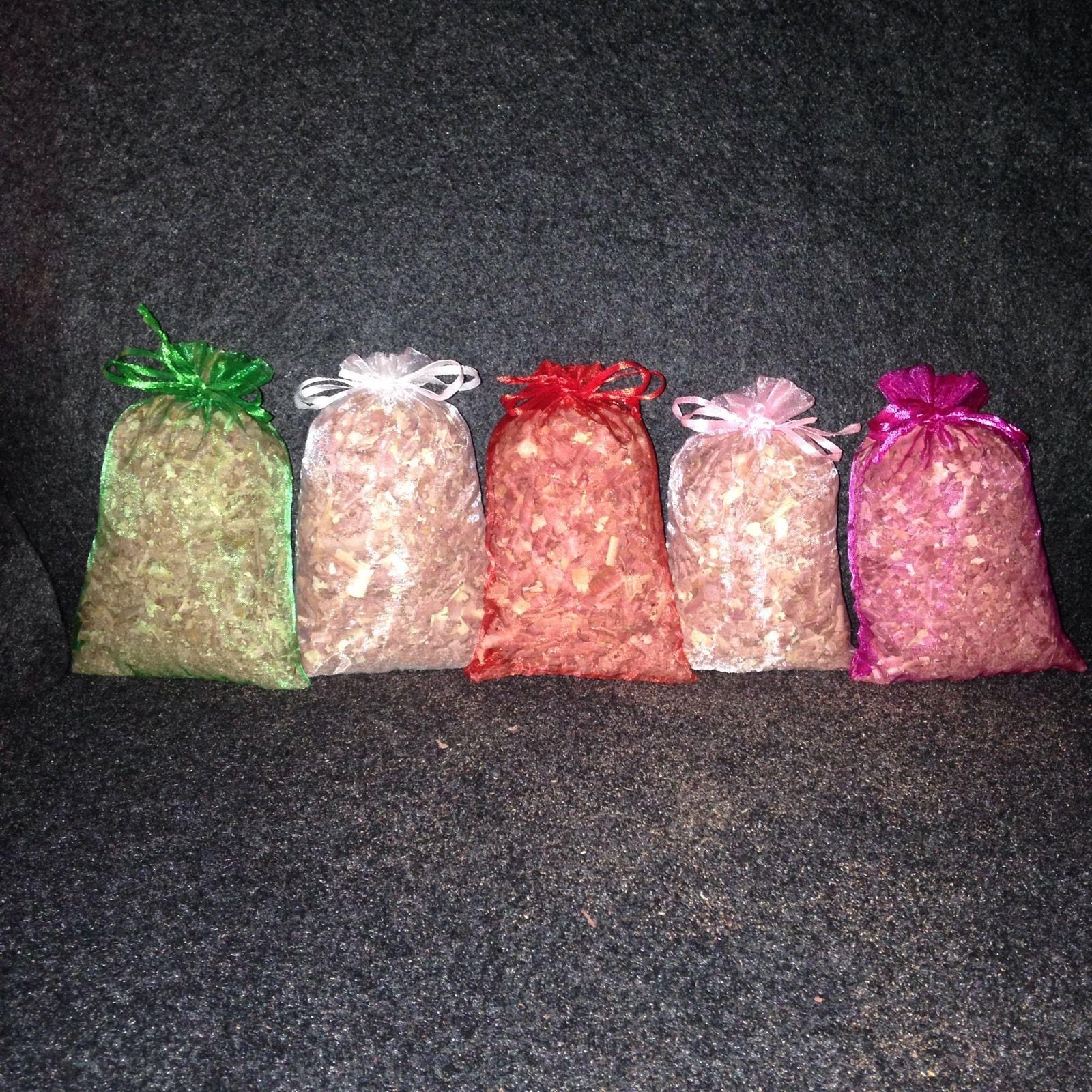 10 Aromatic//Fragrant/Red Cedar/Sachets/Organza Bags/Rustic/Wedding Favor/Party