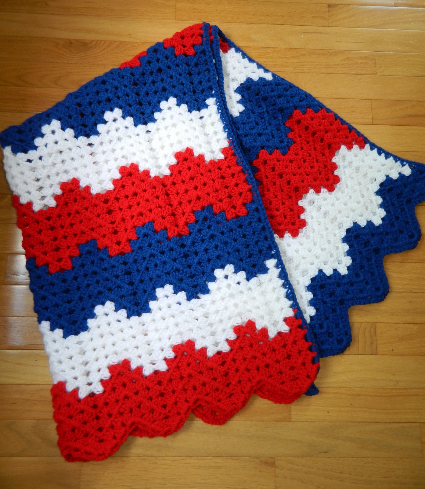 patriotic afghan blanket w chevron wavy ripple crochet pattern 38 x 54 blankets throws. Black Bedroom Furniture Sets. Home Design Ideas