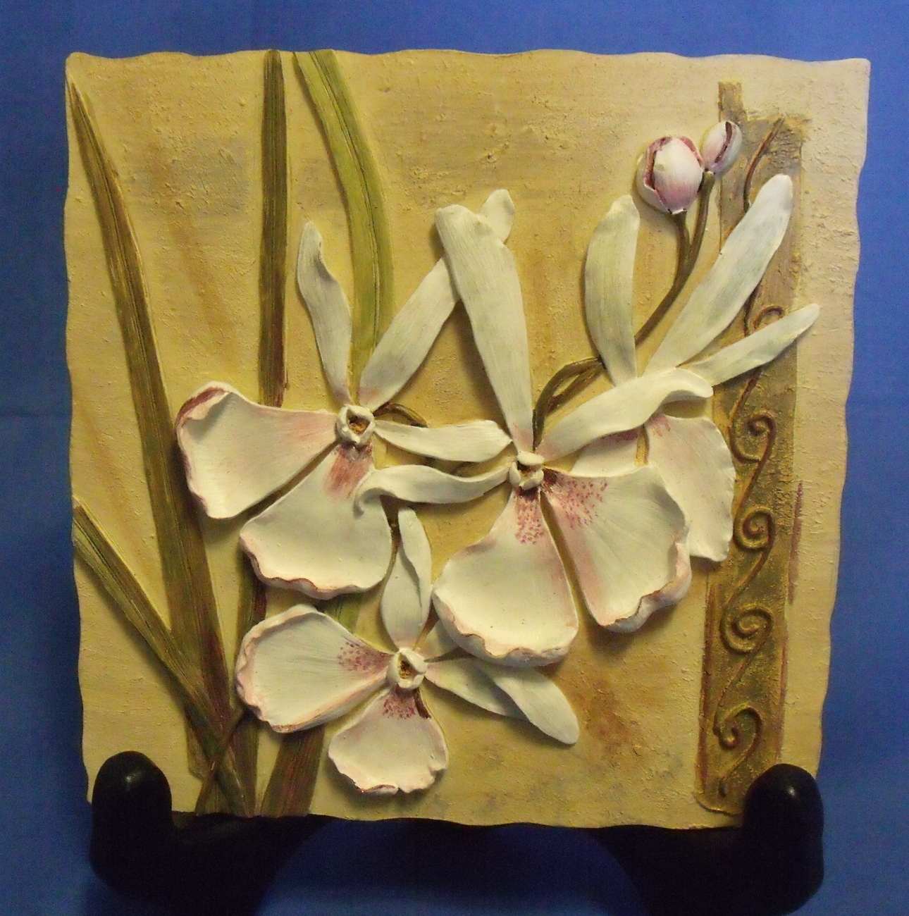 Small Cream Wall Plaque with White Flowers Size 5 1/2 X 5 1/2