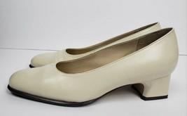 Easy Spirit Aristocrat Ivory Leather Career Block Heel Classic Pumps Size 7.5 M - $26.92