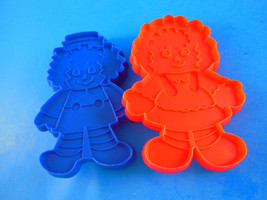 """Vintage Plastic Cookie Cutters Raggedy Ann & Andy Bobbs Merrill Co 4.5"""" - $10.09"""