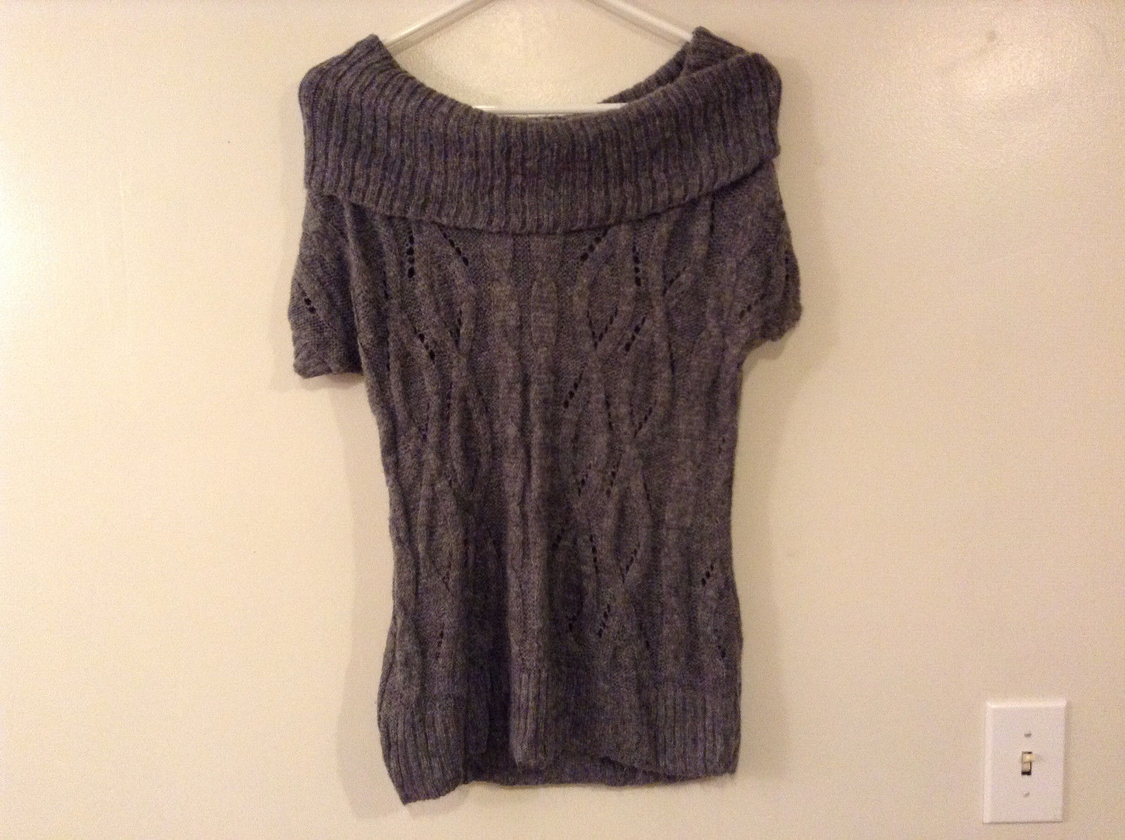Charlotte Russe Women's Size M Sweater Gray Grey Off Shoulder Cable Knit Front