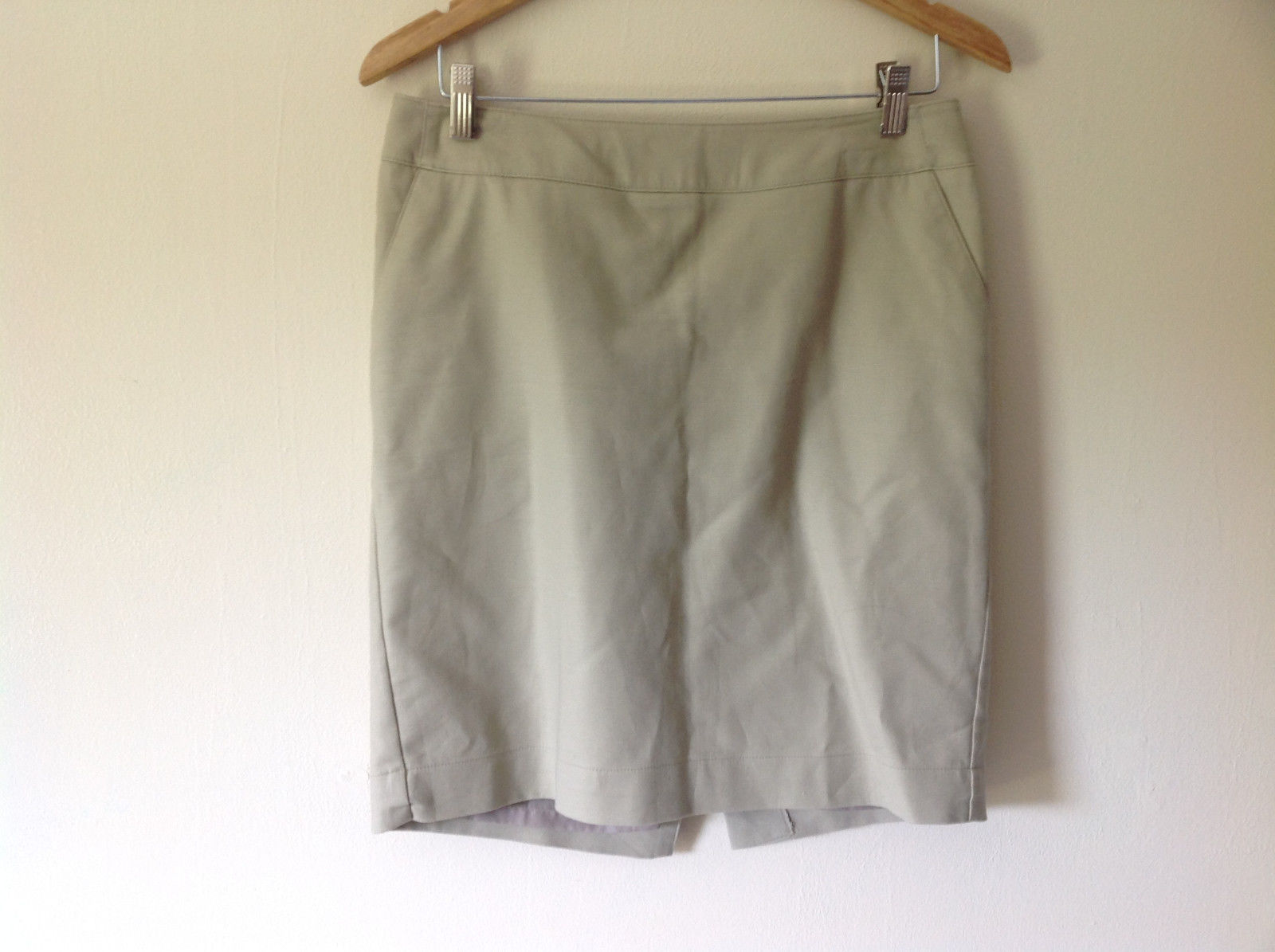 Merona Women's Size 6 Skirt Khaki / Chino Style Beige Above Knee with Back Slit