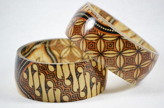Handmade Traditional Batik Fabri- Resin bangle
