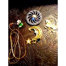Beautiful~Small Vintage Lot of Jewelry~ - $24.75