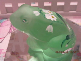 FENTON ART GLASS 2002 (LENOX) WILLOW GREEN FROG FIGURINE-A. RUSSELL - $45.00