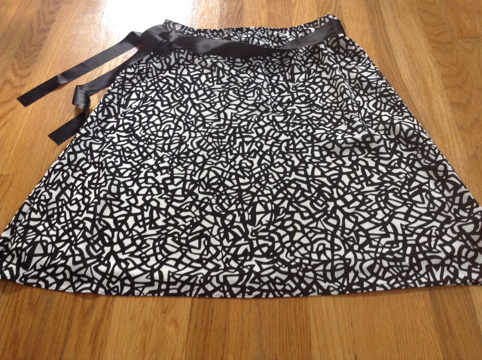 New York & Co Swirl Black & Ivory A Line Skirt Sz L - $10.39