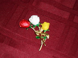 LADIES DANECRAFT ROSE PIN BROOCH ENAMEL ON GOLDTONE SIGNED  - $19.98