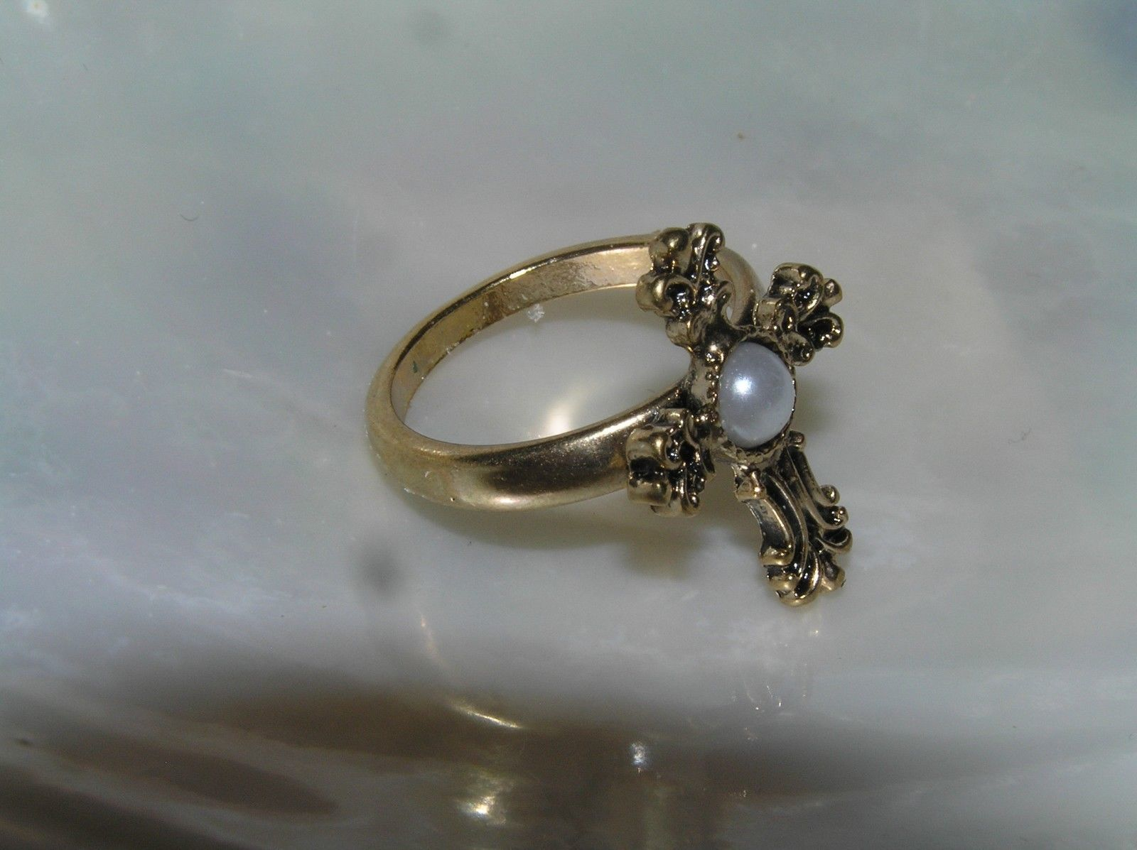 Estate Simple Goldtone Band with Ornate Cross w Faux White Pearl Cab Ring Size 6