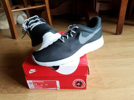 NEW Nike Men's Tanjun SE Casual Sneakers Black Gray Size US 11 Mens # AR... - $51.99