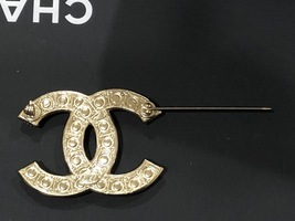 NEW 100% AUTHENTIC CHANEL LIMITED EDITION Gold Pearl CC Logo Iconic PIN BROOCH image 12
