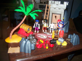 Playmobile #5782 Pirates Hideout In Box Appears Complete - $23.75