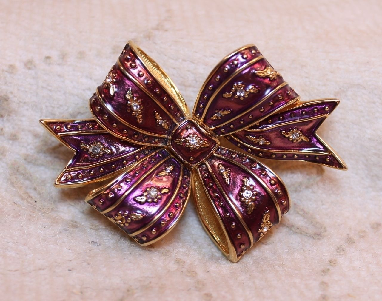 Joan Rivers Holiday Bow Brooch Pin Enamel Rhinestone Crystal Burgandy Purple