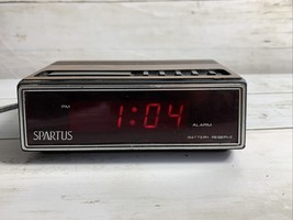 Vintage 1980's Spartus 1108 Alarm Clock Wood Grain Electric / Battery LCD Tested - $8.17