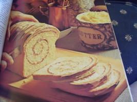 """Better Homes & Gardens """"Homemade Breads""""  Cookb... - $11.00"""