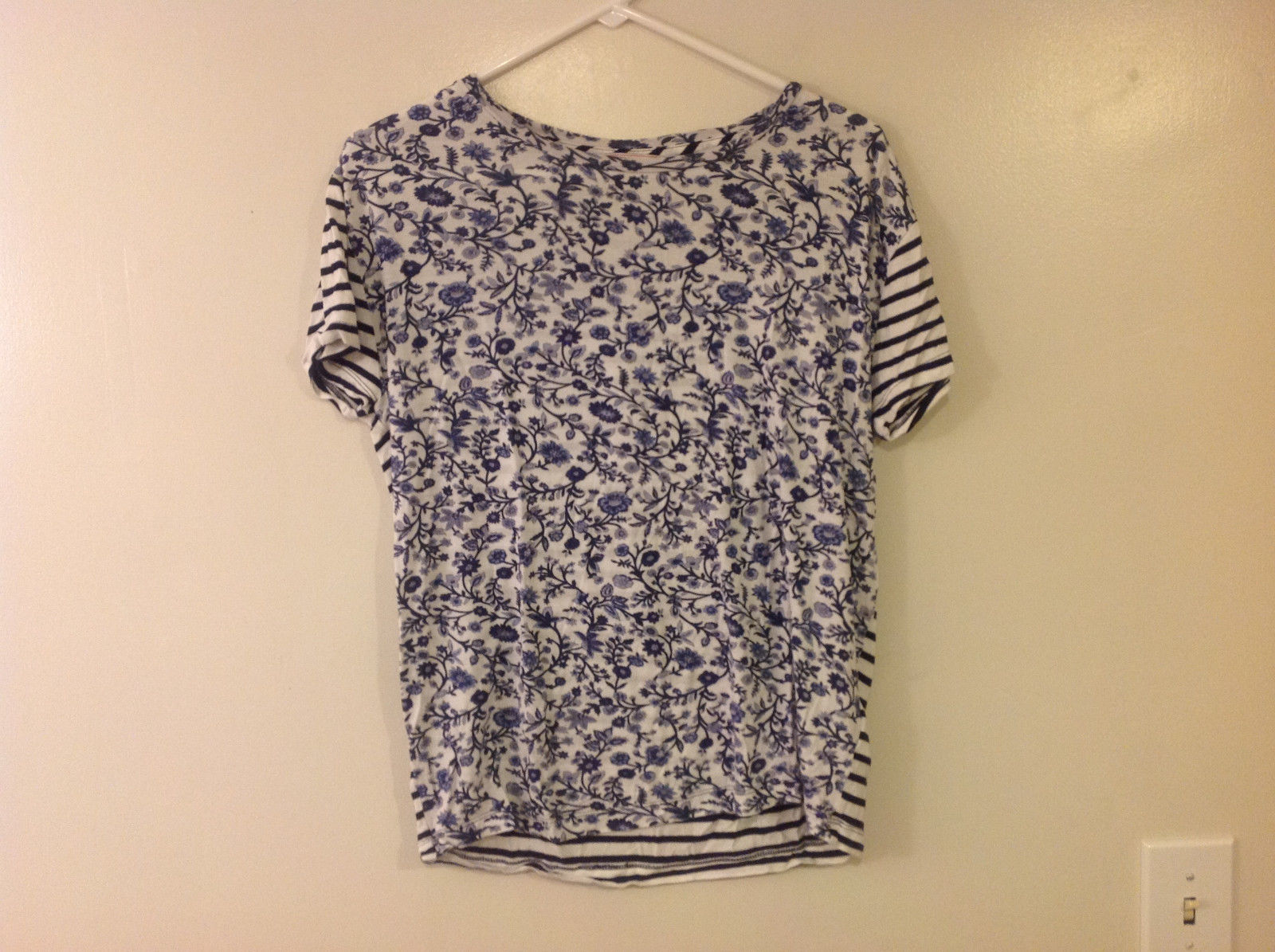 "GAP Maternity Women's XS Tee ""T-shirt"" Blue White Floral China & Striped Print"