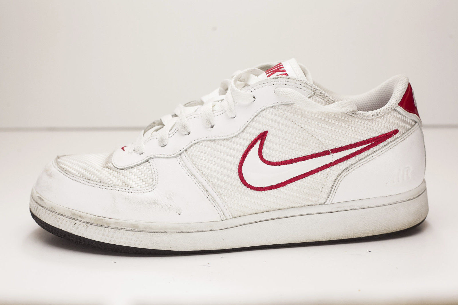 Nike 10.5 White Red Court Shoes Men's