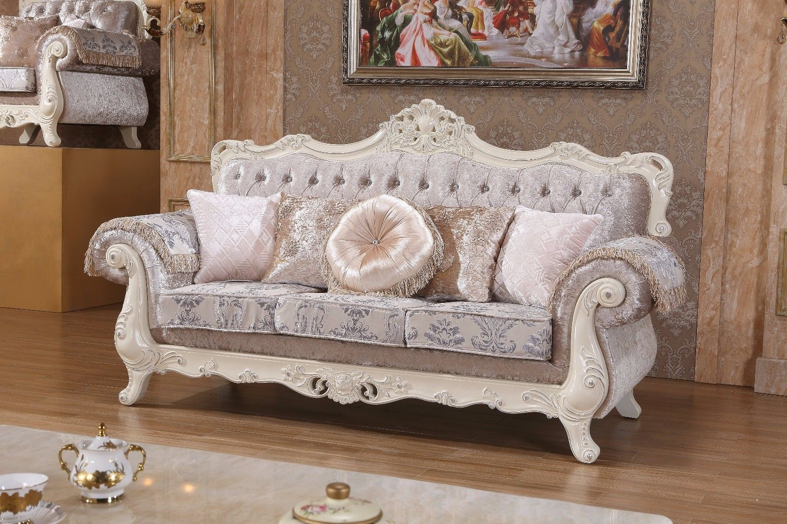 Meridian 638 Venice Living Room Sofa in Silver Crystal Traditional Style