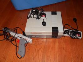 Original Nintendo Entertainment System Console 2 Controllers 1 Gun NES V... - $79.19
