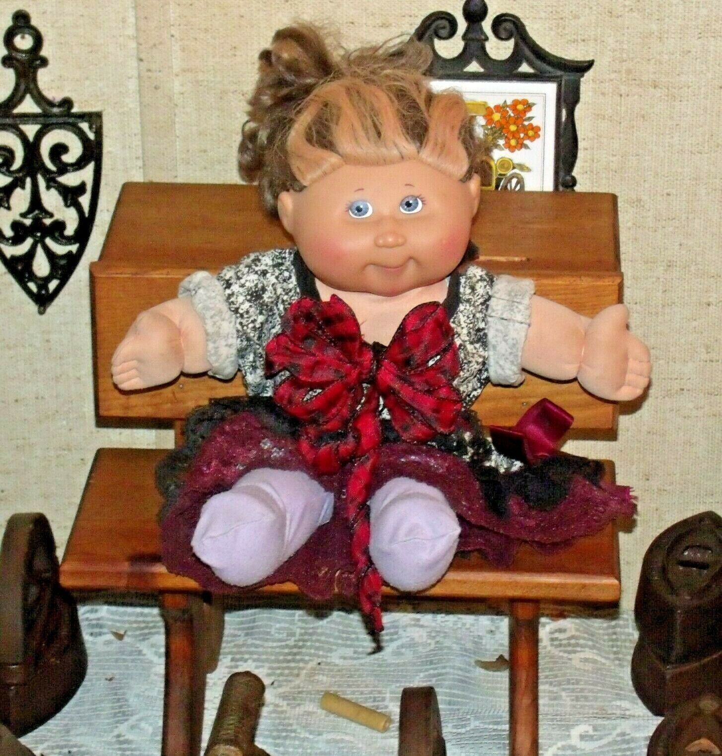 Cabbage Patch Doll sitting at a Large Wooden School Desk AA-191964  Collectible