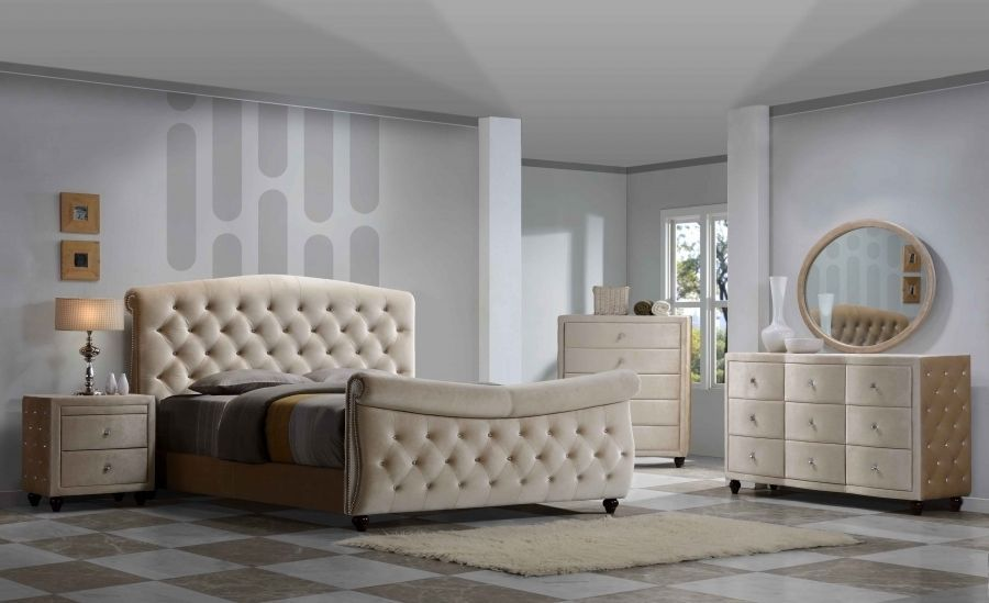 Meridian Diamond Sleigh Queen Size Bedroom Set 5pc. Chic Contemporary Style