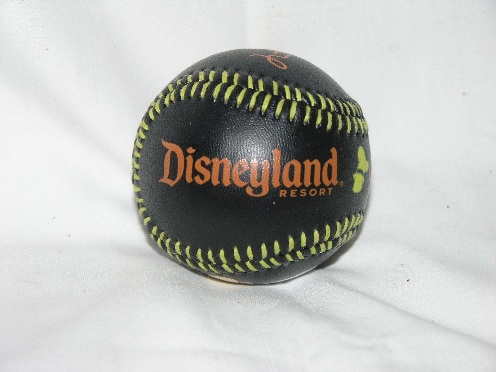 Walt Disney World / Disneyland COLLECTIBLE    GOOFY     BASEBALL -  New / Prop